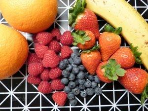Rote Früchte - Banane