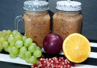 Granatapfel, Pflaume und Trauben