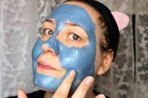 blaue Tonerde Anti-Unreinheiten Maske