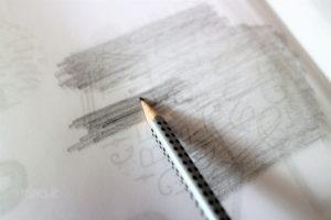 Abpausen der Maxi-Vorlage aus dem Buch Hand Lettering Projekte